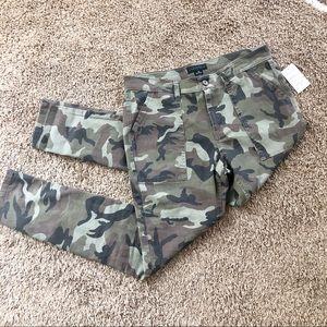 Sanctuary camo green pants, size 29